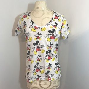 Disney Mickey Mouse T-shirt. Size large